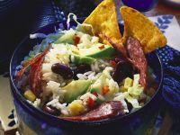 Reissalat mit Avocado, Bohnen und Salami