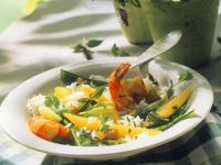 Reissalat mit Scampi und Mango