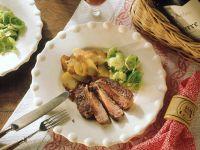Rinderfilet mit Rosenkohl und Bratkartoffeln