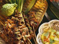 Rindfleisch-Spieße mit Gurkensalat