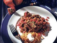 Rindsgeschnetzeltes mit Granatapfel und roten Linsen