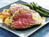 Roastbeef vom Angus-Rind mit gebratenen Kartoffeln und grünen Bohnen
