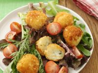 Roquefort-Kroketten mit Blattsalat