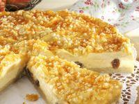 Rosinen-Käsekuchen mit Apfelhaube
