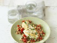 Rotbarschfilet auf Kapern-Tomaten-Couscous