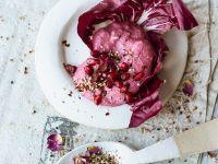 Rote-Bete-Granatapfel-Creme mit Ziegenfrischkäse