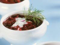 Rote-Bete-Suppe mit Sauerrahm