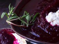 Rote-Bete-Suppe mit saurer Sahne
