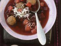 Rote Suppe mit Hackklößchen