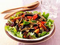 Salat aus Süßkartoffeln mit Paprika und Pilzen