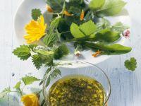 Salat aus Wildkräutern mit Kräutervinaigrette