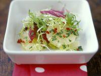 Salat mit Chili und Zitrone