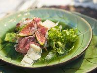 Salat mit Feigen, Schinken und Parmesan