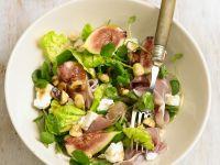 Salat mit Feigen, Schinken und Ziegenkäse