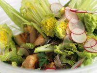 Salat mit gegrilltem Wildlachs, Sardellen und Fenchel