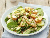 Salat mit Hähnchen und Sonnenblumenkernen