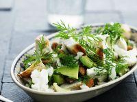 Salat mit Hühnchen, Blumenkohl und Avocado
