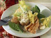 Salat mit jungen Kartoffeln, Stangensellerie und Hähnchenfilet