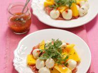Salat mit Mango, Schinken und Mozzarella