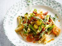 Salat mit Penne und Chorizo