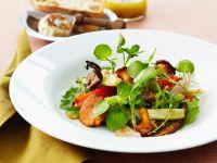 Salat mit Pilzen, Paprika und Brunnenkresse