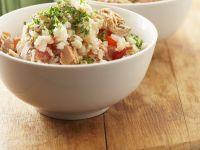 Salat mit Reis, Thunfisch und Tomaten
