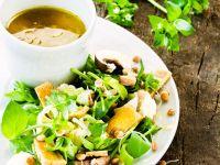 Salat mit Wildkräutern, Linsensprossen und Sherry-Vinaigrette