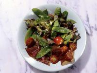 Salat mit Zuckerschoten und Bündner Fleisch