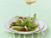 Salat vom Spargel mit Nuss-Holler-Vinaigrette