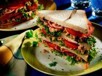 Sandwich mit Tomaten und Thunfisch