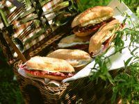 Sandwiches mit Käse, Salat und Birne