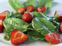 Sauerampfer-Erdbeer-Salat