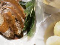 Sauerbraten mit Kartoffelklößen und Sauce