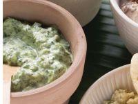Saure-Sahne-Dip mit Spinat