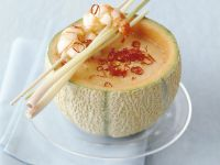 Scharfe Chilisuppe mit Shrimps