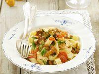 Scharfe Pasta mit Pfifferlingen und Cherrytomaten