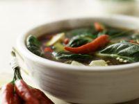 Scharfe Thai-Suppe mit Zitrone und Tofu