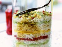 Schichtdessert mit Reis und Früchten