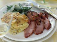 Schinken mit Kartoffelgratin und Bohnengemüse