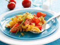 Schinken-Rührei mit Tomatenspalten