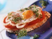 Schinkenbrot mit Tomate und Spiegelei