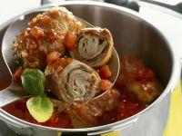 Schnelle Rouladen mit pikanter Tomatensoße