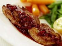 Schnitzel mit Roter Sauce