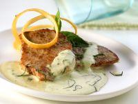 Schnitzel mit Zucchinisoße