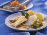 Schollenfilets mit Karottengemüse und Kartoffeln