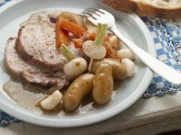 Schweinebraten mit Karotten und kleine Rüben nach französischer Art