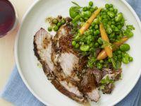 Schweinefleisch mit Erbsen-Karotten-Gemüse