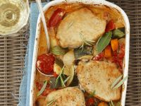Schweineschnitzel mit buntem Gemüse und Ofenkartoffeln