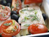 Seebarsch mit Oliven und Tomaten