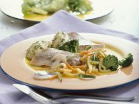 Seelachs auf Gemüse gegart